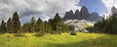 Panoramic view on adolf-munkel-weg trail, geisler massif, villnoesstal valley Stock Photos