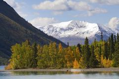 Indian summer on kathleen lake, st. elias mountains behind, kluane national p Stock Photos