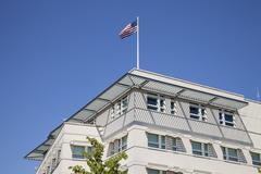 Saksa, Berlin, osa julkisivu Yhdysvaltain suurlähetystön kanssa yhdysvaltain lipun Kuvituskuvat