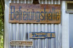 Signs befreiungshalle, liberation hall, toilets, beer garden near the ferry a Stock Photos