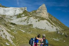 Hiker on alpes with hochiss on the left and rofanspitze on the right rofan mo Stock Photos