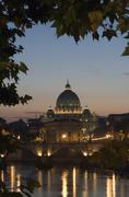St. peter\'s basilica at dusk, vatican city, rome, italy Kuvituskuvat