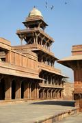 Light built tower made of many pillars in indian style akbar fort fatehpur si Stock Photos