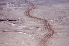 Tire tracks through the atacama desert, san pedro de atacama, región de anto Kuvituskuvat