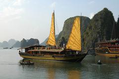 Traditional junk sailing in halong bay vietnam Stock Photos