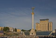 Ukraine kiev memorial of independence 63 m high with woman figur - glory of u Stock Photos
