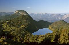 Lake hintersteinersee and achleitnerkogel seen from steiner hochalm tyrol aus Stock Photos