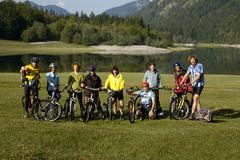 Group of mountainbikers with their bikes at a mountain lake loedensee near re Stock Photos
