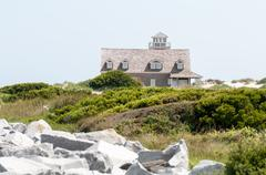 The restored oregon inlet life saving station stands on the north carolina ou Stock Photos