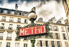 Paris, france - retro metro station sign. subway train entrance with city bui Kuvituskuvat