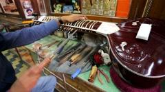 Craftsman adjust sitar Stock Footage