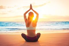 Yoga woman at sunset Kuvituskuvat