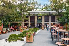 """fast-food restaurant """"mcdonalds"""" in moscow at the exhibition vdnkh - stock photo"""