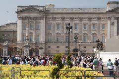 London, uk - april 23: busy day at buckingham palace before the ceremony at w Stock Photos