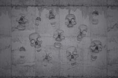 Skulls on a wall of concrete Piirros