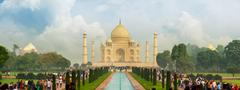 Famous taj mahal, visited by thousands of tourists every day. arga, india Stock Photos