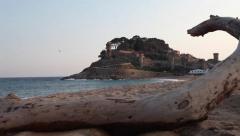 Atardecer en la playa de Tossa de Mar. Movimiento de cámara (Traveling) Stock Footage