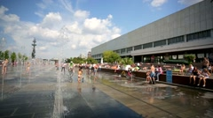 Children enjoy dancing fountains at the Muzeon art park. - stock footage