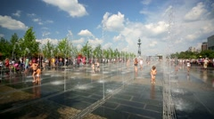 Children enjoy dancing fountains at the Muzeon art park. Stock Footage