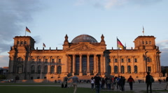 Tourists People Visiting Walking Sunset German Parliament Berlin Reichstag Bldg Stock Footage