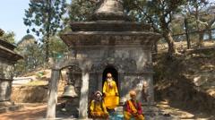 4K+ Timelapse 'holy' men or Sadhus at Pashupatinath Shrine Stock Footage