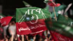 Pakistan Tehreek-e-Insaf Flags at PTI Azadi March Protest in Karachi, Pakistan Stock Footage
