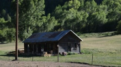 Small ranch house in colorado mountains Stock Footage