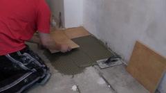 Etusivu parannus yleismies annetun laatta lattialla. Lähentää Arkistovideo