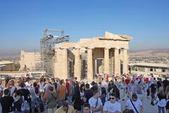Tourists sightseeing temple of athena nike Stock Photos