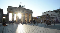 People walking around the Brandenburger Tor, Berlin in sunset as summer Stock Footage