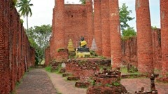 Ruins of a large buddhist temple. ayuthaya, thailand Stock Footage