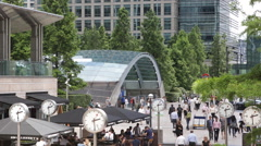 People Crossing Canary Wharf Square Business Area London Establishing Shot Day Stock Footage