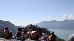 Squamish chief mountain - young people take a break at peak Stock Footage