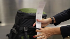 Mochila / backpack airport check in Stock Footage
