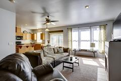 House with open floor plan. family room and kitchen area Stock Photos
