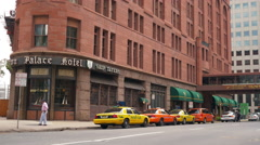 Taxis waiting outside a hotel denver colorado establishing shot 4k Stock Footage
