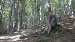 HD. Tourist an the mountain, stop for rest and eat an apple. Stock Footage