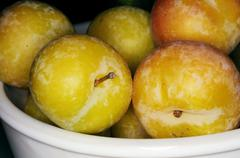 Yellow plums in bowl Stock Photos