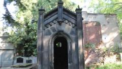 Walking into a tomb/mausoleum in a graveyard and looking down an empty grave Arkistovideo