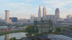 Cleveland Ohio Skyline over the Flats 1 Arkistovideo