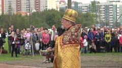 Orthodox priest reads a prayer. 4K. Stock Footage