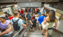 New york city - may 26, 2013: people move fast inside new york subway station Kuvituskuvat
