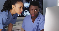 Two medical perssonell working together in nursing station - stock footage