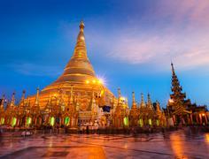 Shwedagon pagoda in the evening Stock Illustration