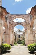 Antigua, guatemala: ruins of cathedral of santiago, built in 1545, and damage Stock Photos