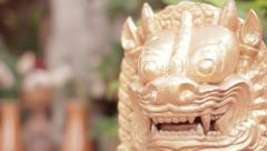 Golden Loin Statue Focus In/Out Stock Footage