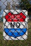 Us government property no trespassing sign Stock Photos