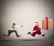 Angry man chasing santa claus Kuvituskuvat
