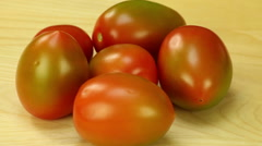 Rotate tomatoes on the background of wooden boards Stock Footage