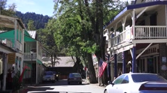 Historic gold mining town, Main street traffic Stock Footage